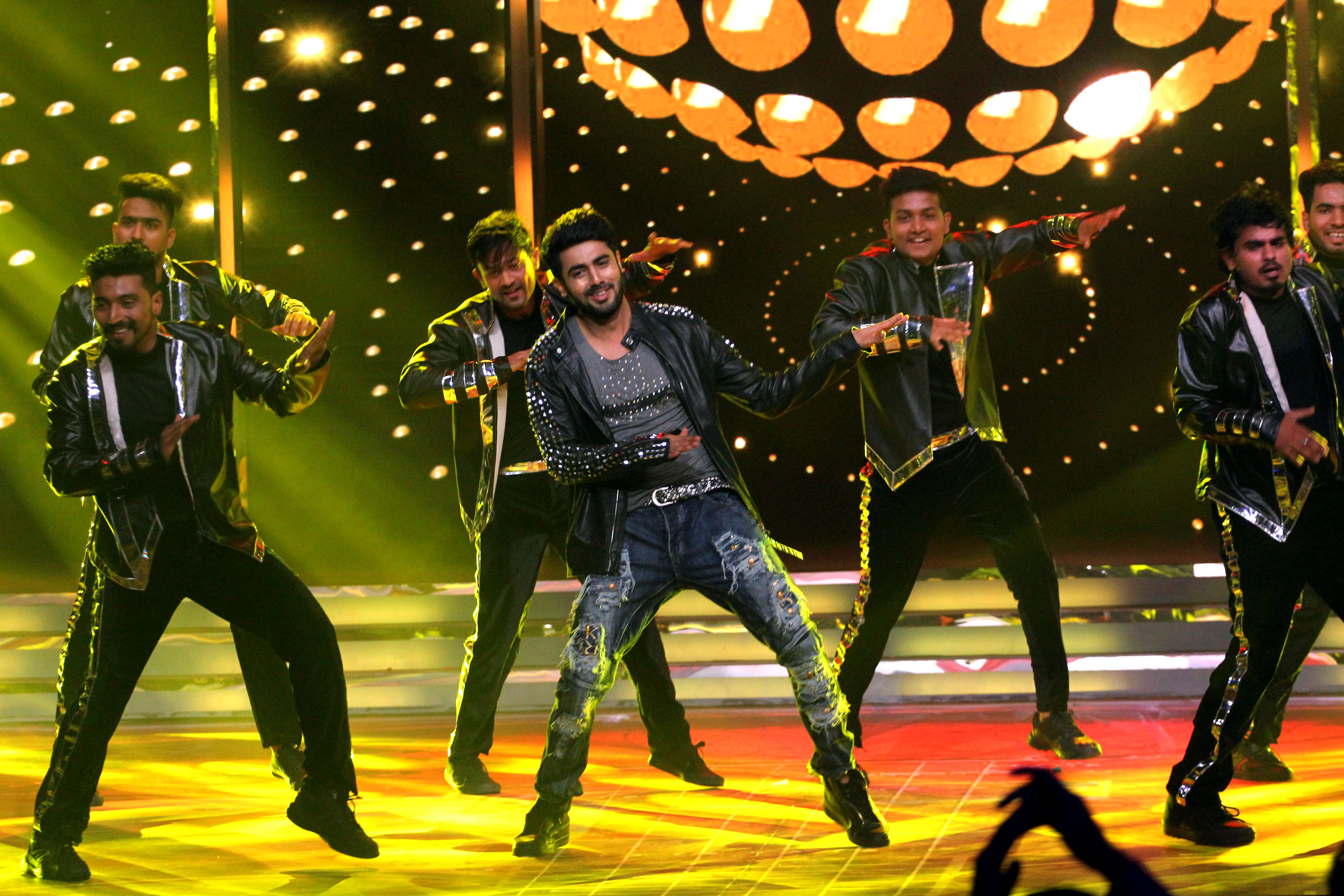 Akshay Mhatre Performing For The 1000 Episdoes Of Kumkum Bhagya Celebration 1 Journo Views Akshay mhatre is an indian television actor who made his debut in 2017 with the show piyaa albela which is airing on zee tv. journo views
